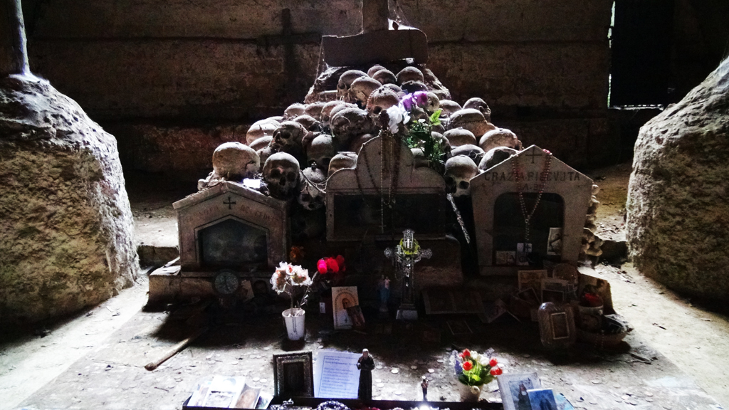 cimetero-delle-fontanelle1