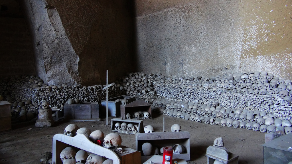 cimetero-delle-fontanelle2